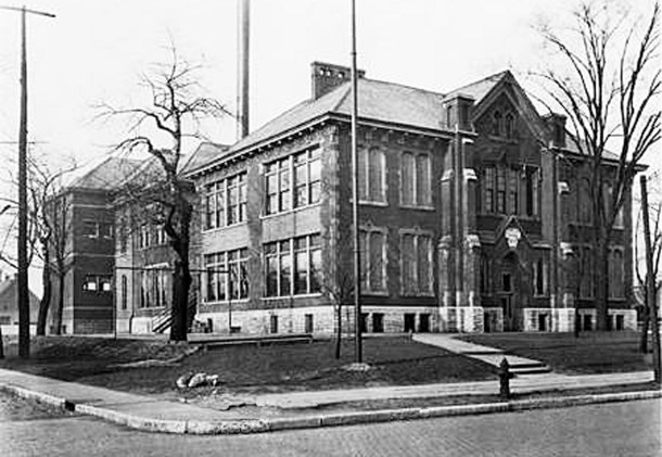 IPS_School_4_original_bldg_pic_1923.jpg